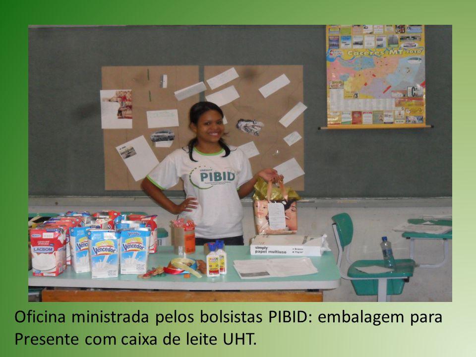 Oficina ministrada pelos bolsistas PIBID: embalagem para Presente com caixa de leite UHT.