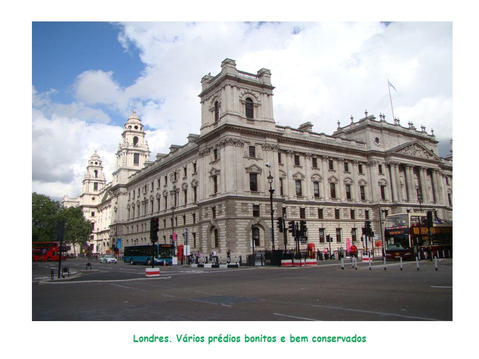 Londres. Vários prédios bonitos e bem conservados