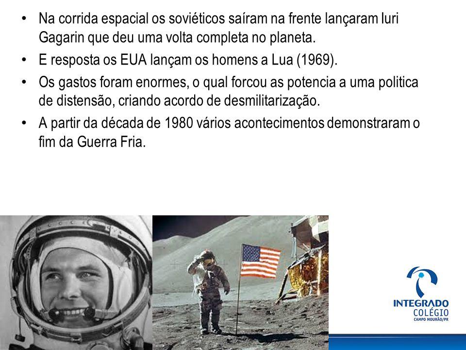 Na corrida espacial os soviéticos saíram na frente lançaram Iuri Gagarin que deu uma volta completa no planeta. E resposta os EUA lançam os homens a L