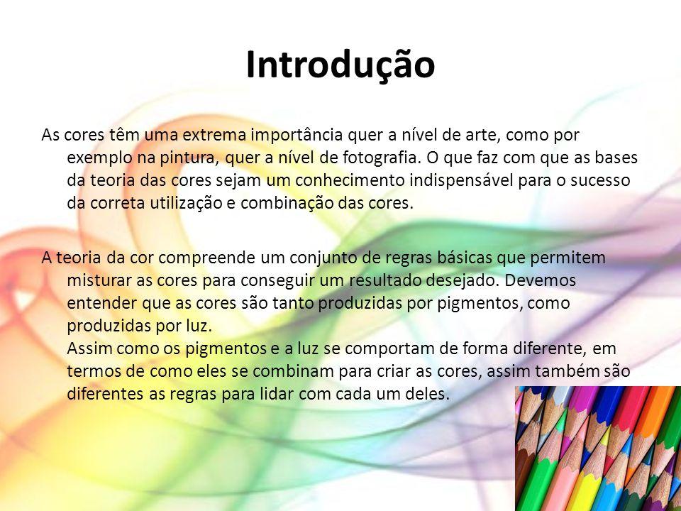 Tríade de cores Tríades são formadas por três cores equidistantes na roda de cores.