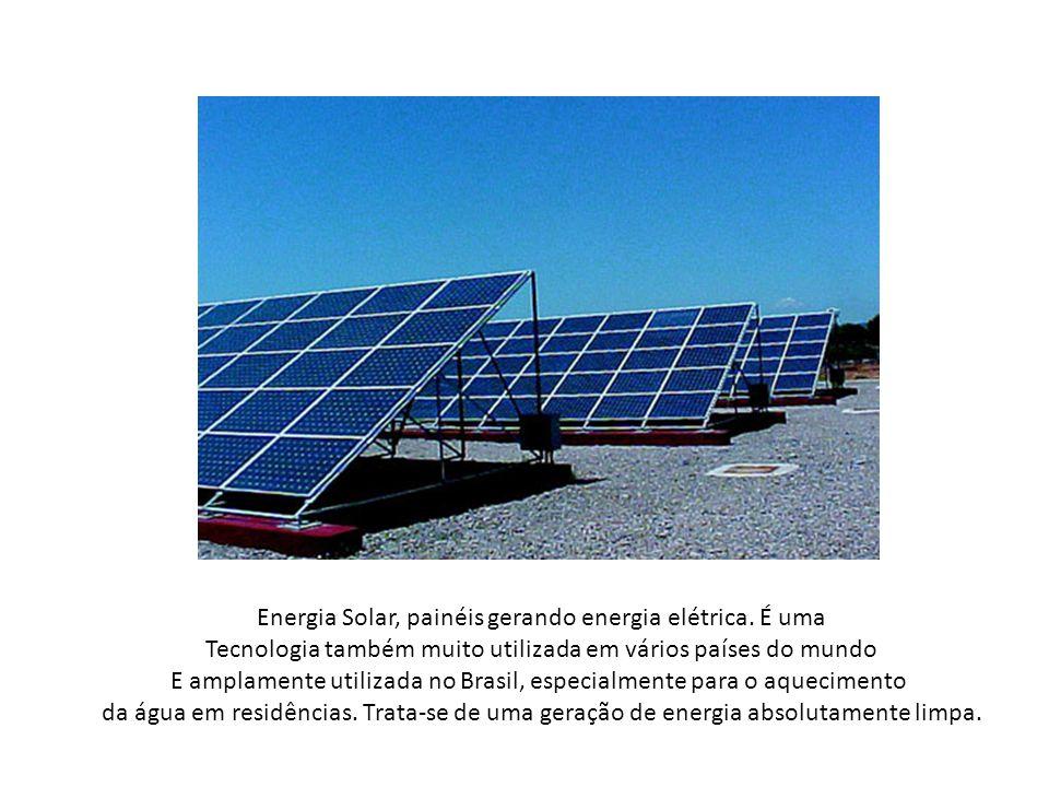 Energia Solar, painéis gerando energia elétrica. É uma Tecnologia também muito utilizada em vários países do mundo E amplamente utilizada no Brasil, e