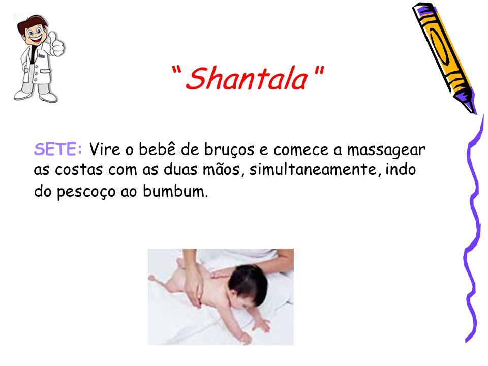"""""""Shantala """" SETE: Vire o bebê de bruços e comece a massagear as costas com as duas mãos, simultaneamente, indo do pescoço ao bumbum."""