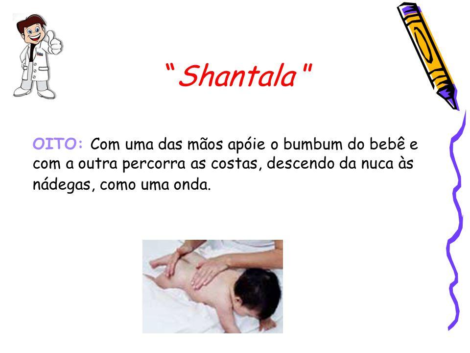 """""""Shantala """" OITO: Com uma das mãos apóie o bumbum do bebê e com a outra percorra as costas, descendo da nuca às nádegas, como uma onda."""