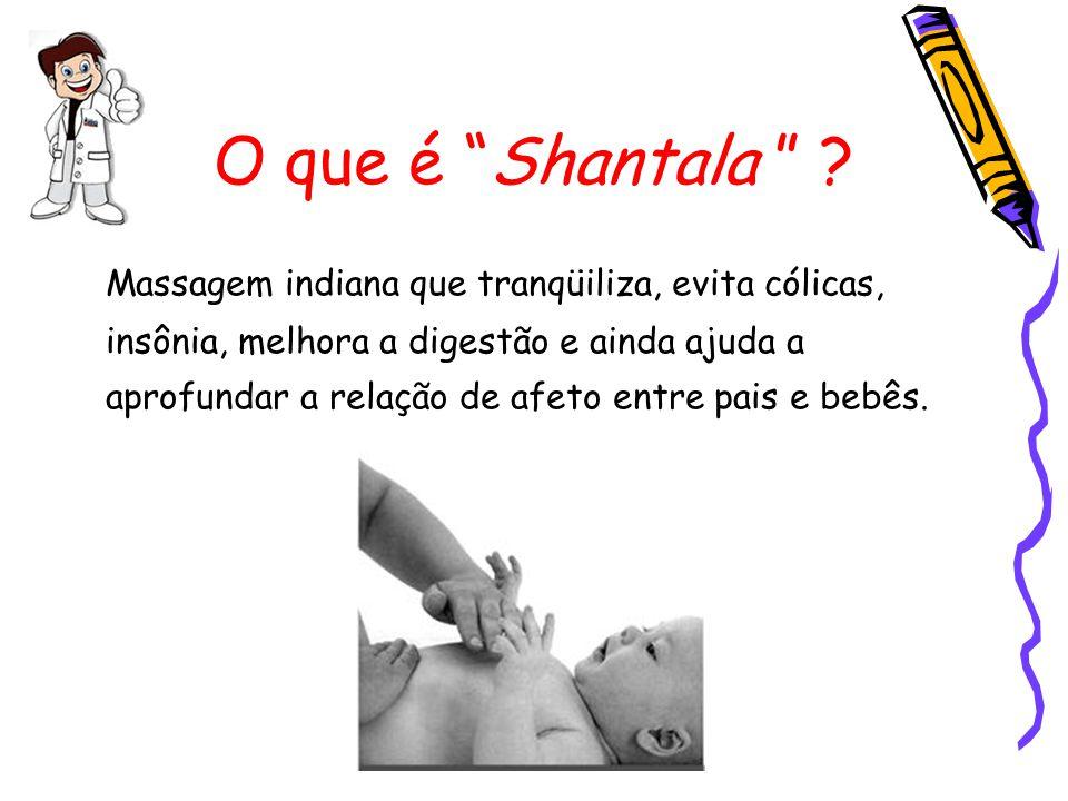 Shantala OITO: Com uma das mãos apóie o bumbum do bebê e com a outra percorra as costas, descendo da nuca às nádegas, como uma onda.