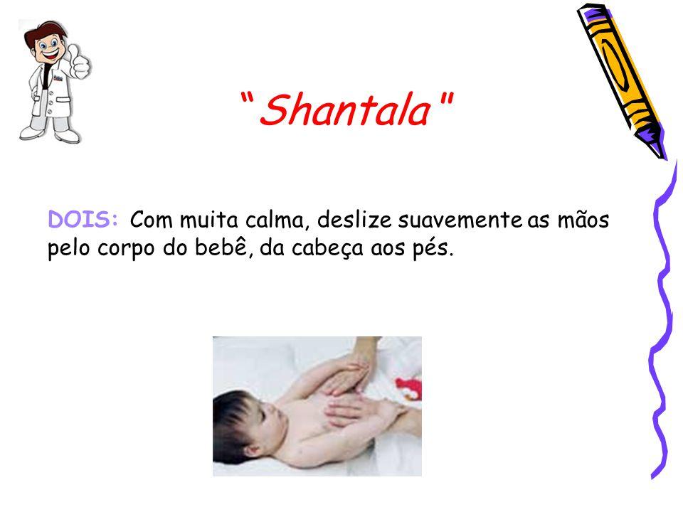 Shantala TRÊS: Pingue algumas gotas de óleo na mão e coloque no peito do bebê.