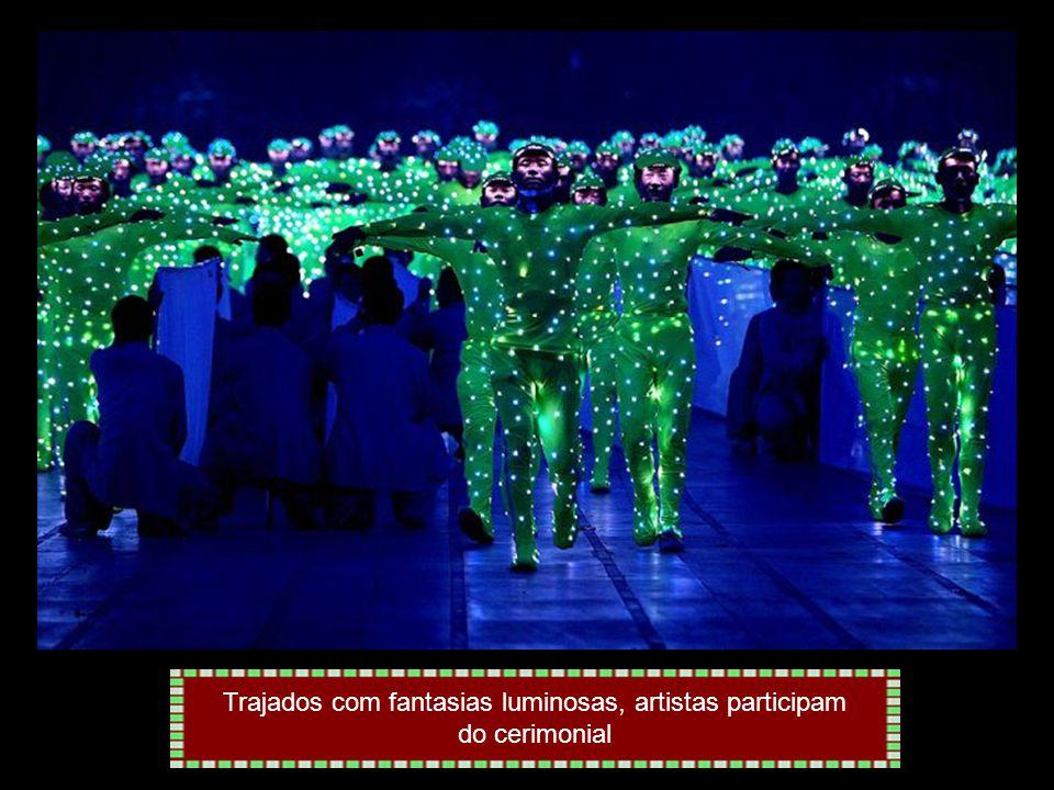 Efeitos de luzes marcaram a abertura dos Jogos Olímpicos de Pequim
