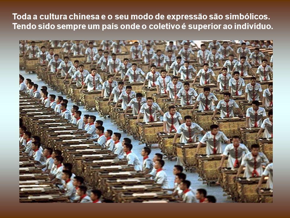 Ainda hoje, cada aldeia mantém no seu templo um livro de descendentes, verdadeira árvore genealógica, permitindo a cada chinês saber, ao longo dos séc