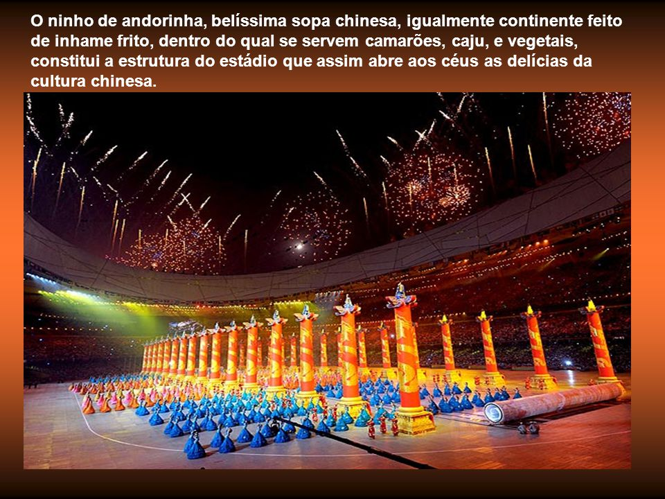As colunatas dos túmulos dos Imperadores Ming alinham-se perante o rolo inicial, cenário e suporte de uma cultura multimilenar.