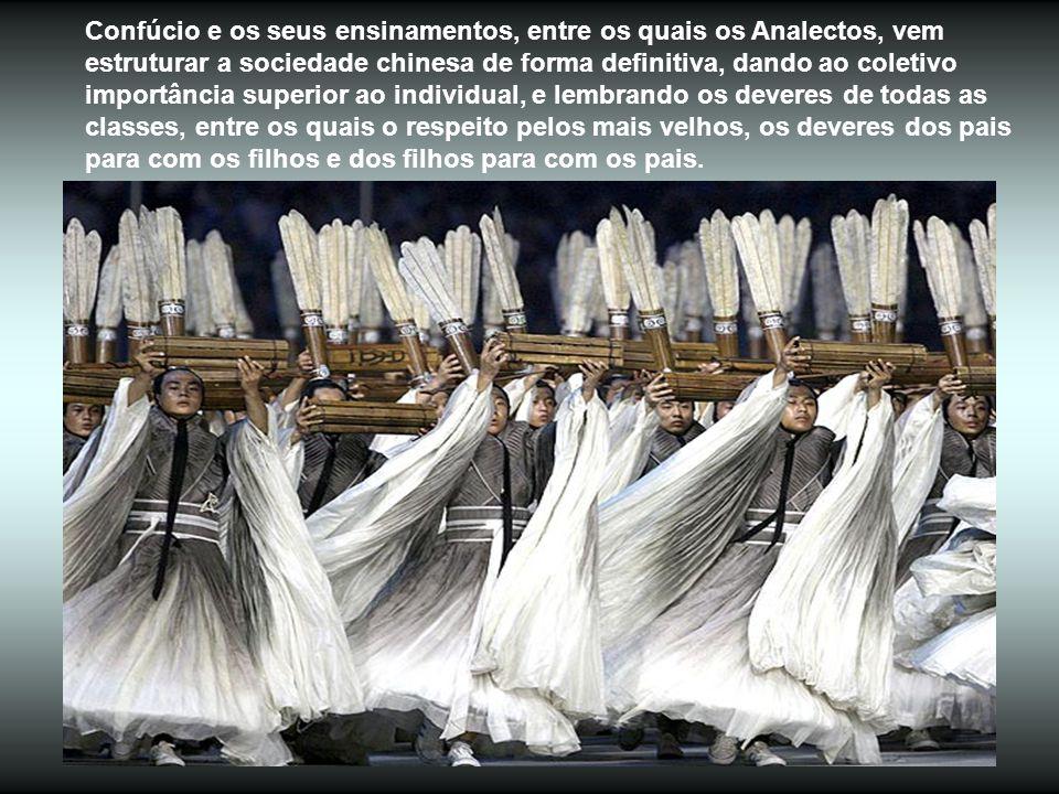 De extraordinária beleza austera, 3.000 discípulos de Confúcio (também do séc.