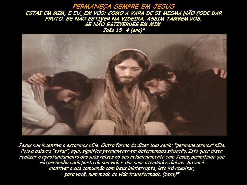 Os cristãos seguem o seu Senhor; imitam seu modo de vida e obedecem às suas ordens. Tomar a cruz significa levar o instrumento de execução até o lugar