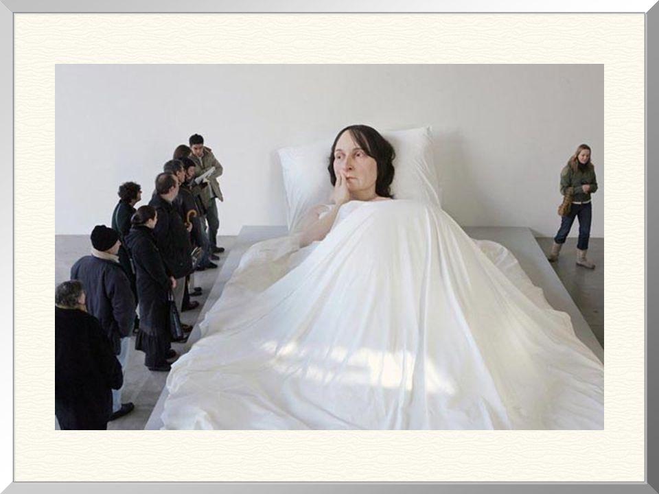Foto que nos dá uma noção mais concreta da dimensão da escultura.