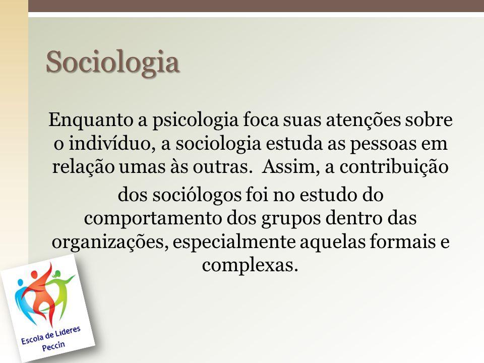 Enquanto a psicologia foca suas atenções sobre o indivíduo, a sociologia estuda as pessoas em relação umas às outras. Assim, a contribuição dos sociól