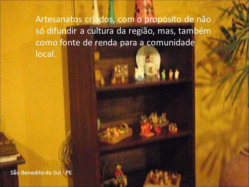 São Benedito do Sul - PE Algumas das máquinas de costura e ferro de passar roupas, que foram muito utilizados pelos artesãos da região.