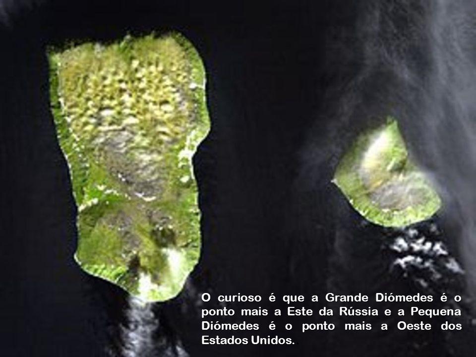 Há, neste lugar, duas ilhas, conhecidas como Grande Diómedes e Pequena Diómedes, que estão separadas por um estreito de 3.700 metros que permanece gelado durante boa parte do ano, permitindo a passagem a pé entre elas.