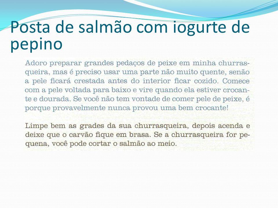 Posta de salmão com iogurte de pepino
