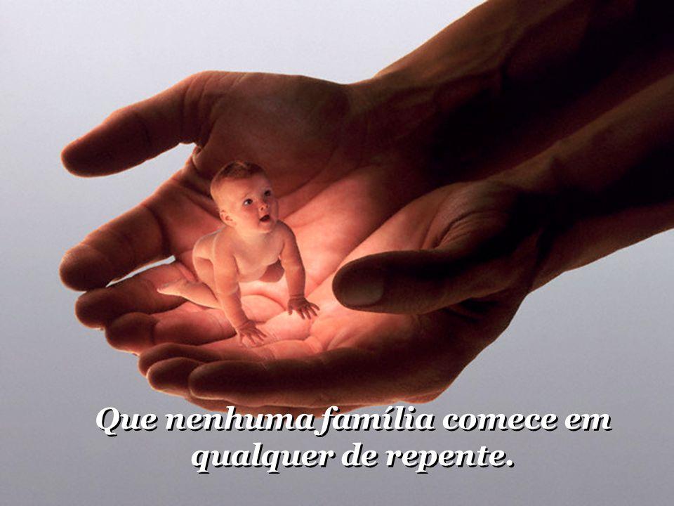 Oração pela Familia Oração pela Família Oração pela Família Deixe os slides sucederem automaticamente, pois a música de fundo, está sincronizada com a