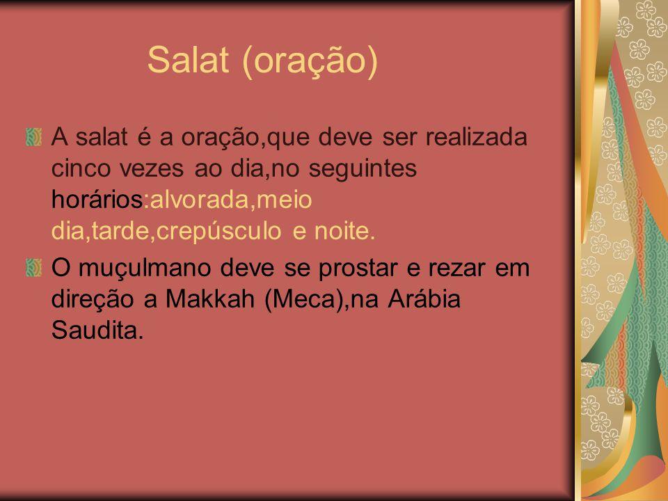Salat (oração) A salat é a oração,que deve ser realizada cinco vezes ao dia,no seguintes horários:alvorada,meio dia,tarde,crepúsculo e noite. O muçulm