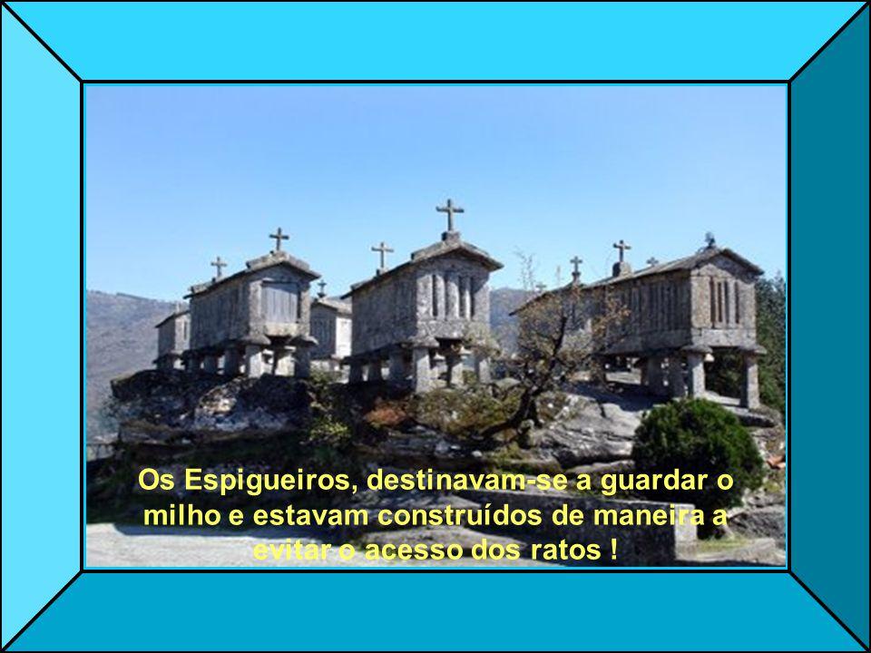 A Eira do Soajo ou Eirade, é composta de 24 Espigueiros, que foram construídos sobre uma base granítica !