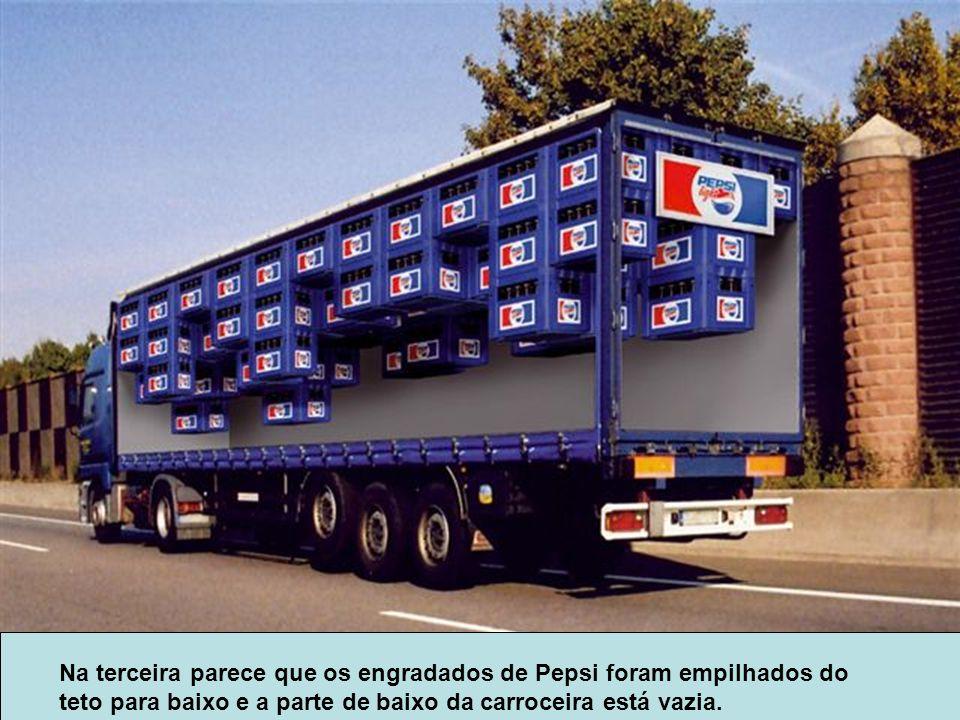 Na terceira parece que os engradados de Pepsi foram empilhados do teto para baixo e a parte de baixo da carroceira está vazia.