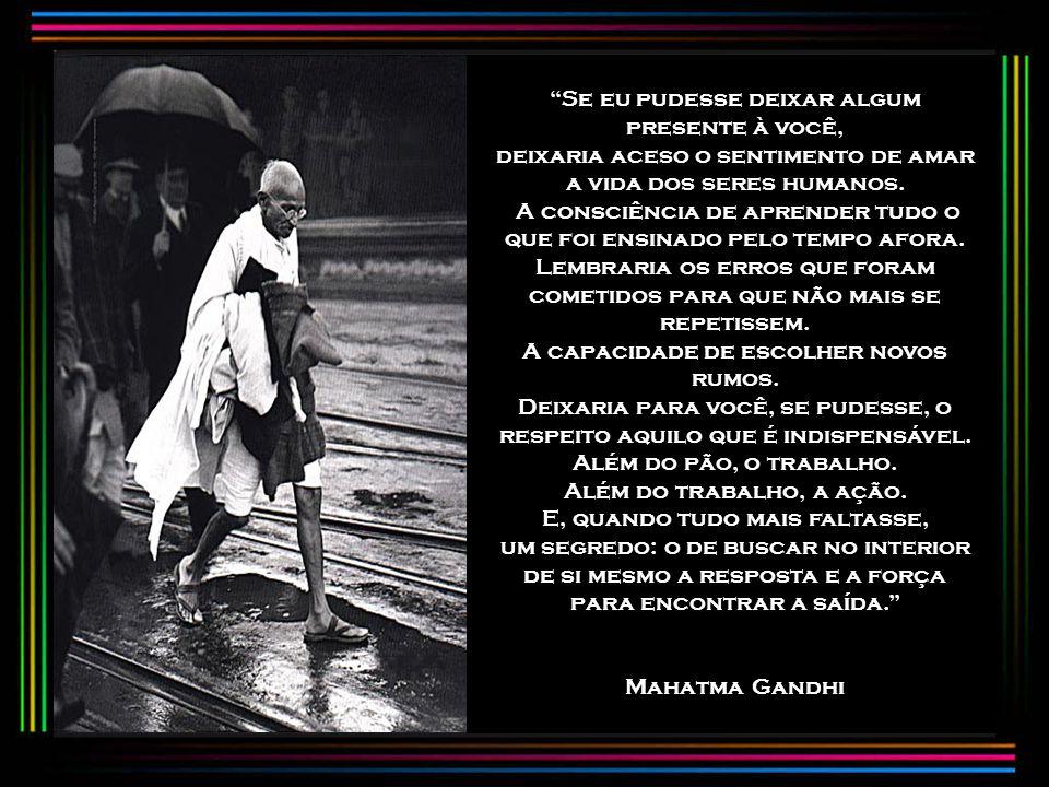 No dia 20 de janeiro de 1948, após um jejum em protesto contra as violências cometidas por indianos e paquistaneses, Gandhi sofreu um atentado. Uma bo