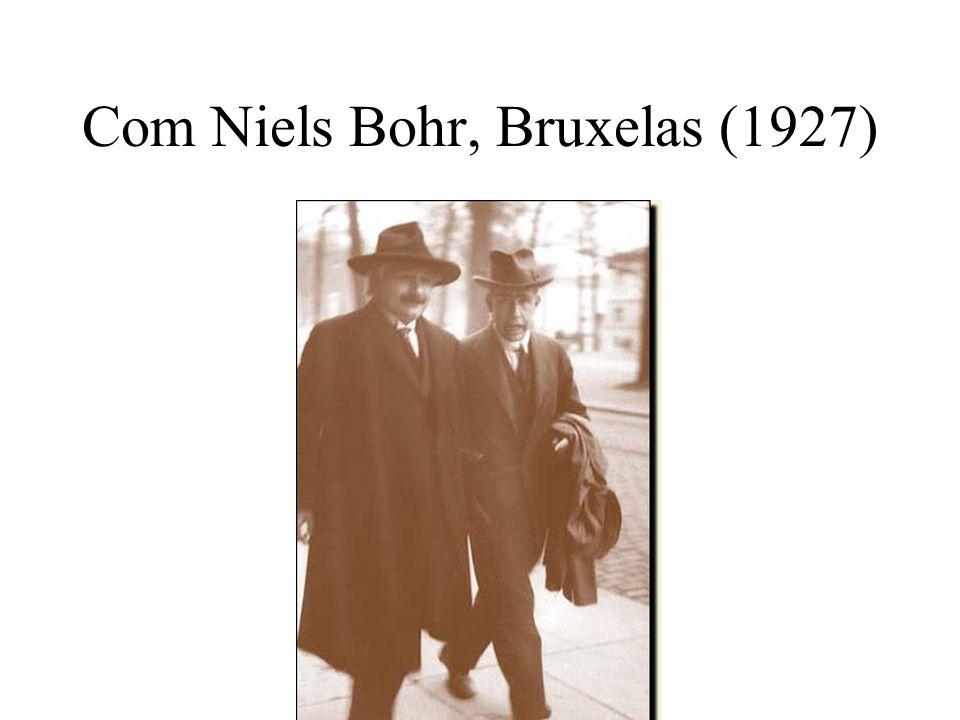 Com Niels Bohr, Bruxelas (1927)