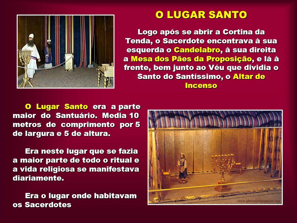 O LUGAR SANTO Logo após se abrir a Cortina da Tenda, o Sacerdote encontrava à sua esquerda o Candelabro, à sua direita a Mesa dos Pães da Proposição,