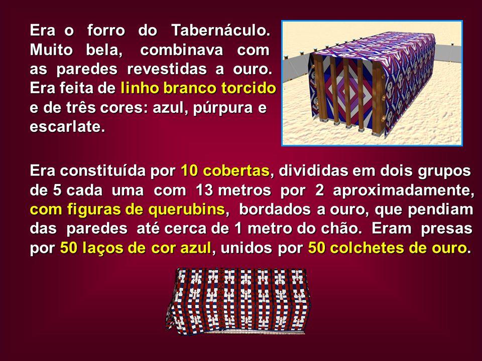 Era constituída por 10 cobertas, divididas em dois grupos de 5 cada uma com 13 metros por 2 aproximadamente, com figuras de querubins, bordados a ouro