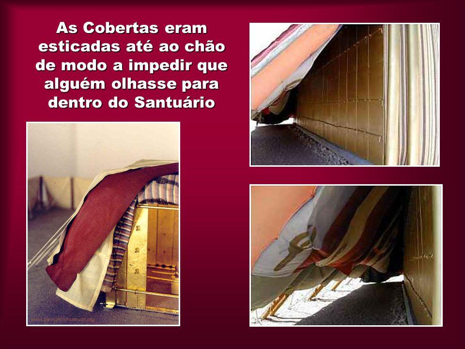 As Cobertas eram esticadas até ao chão de modo a impedir que alguém olhasse para dentro do Santuário