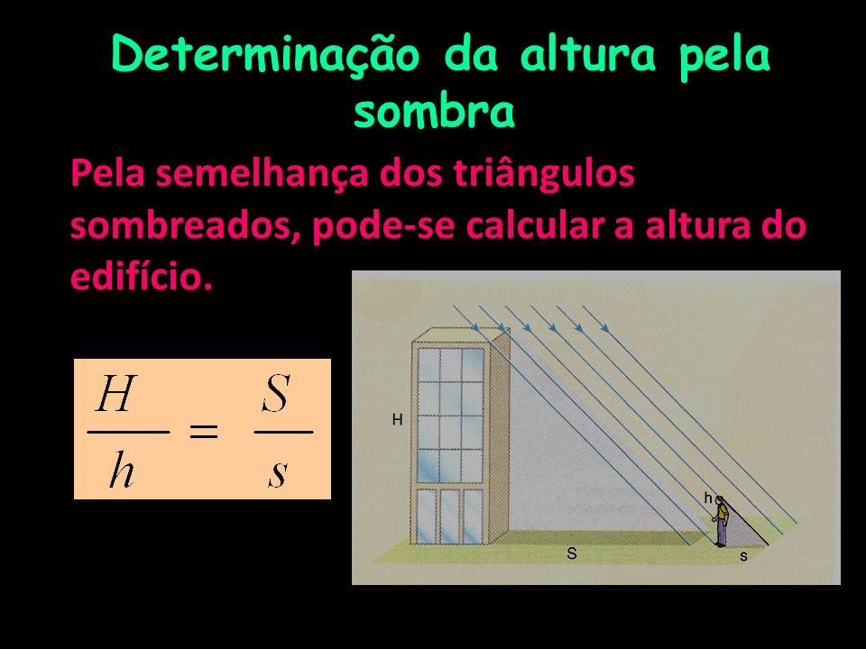 Determinação da altura pela sombra Pela semelhança dos triângulos sombreados, pode-se calcular a altura do edifício.
