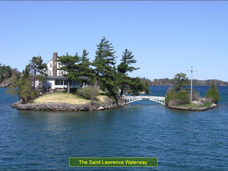 Os lagos da América do Norte formam com o Rio Saint Lawrence no leste do Canadá o maior reservatório de agua doce do mundo.