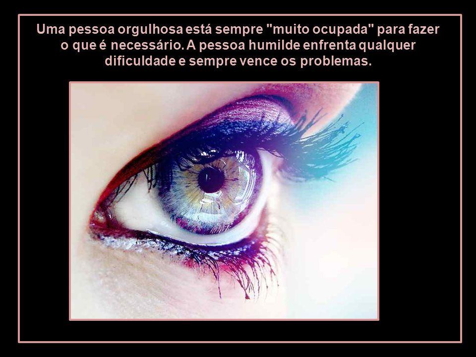 Mas quando uma pessoa orgulhosa comete um erro, diz: não foi minha culpa , porque se acha acima de qualquer suspeita.