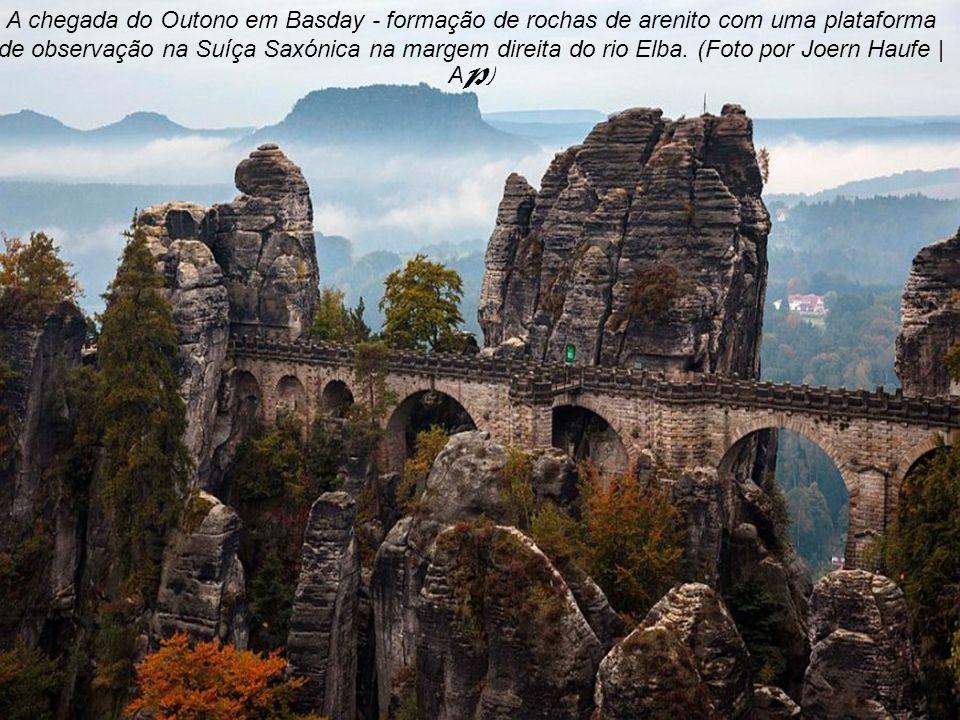 O outono no Vale da Floresta Negra, Alemanha, 24 de outubro de 2012. (Foto por Winfried Rothermel | AP)