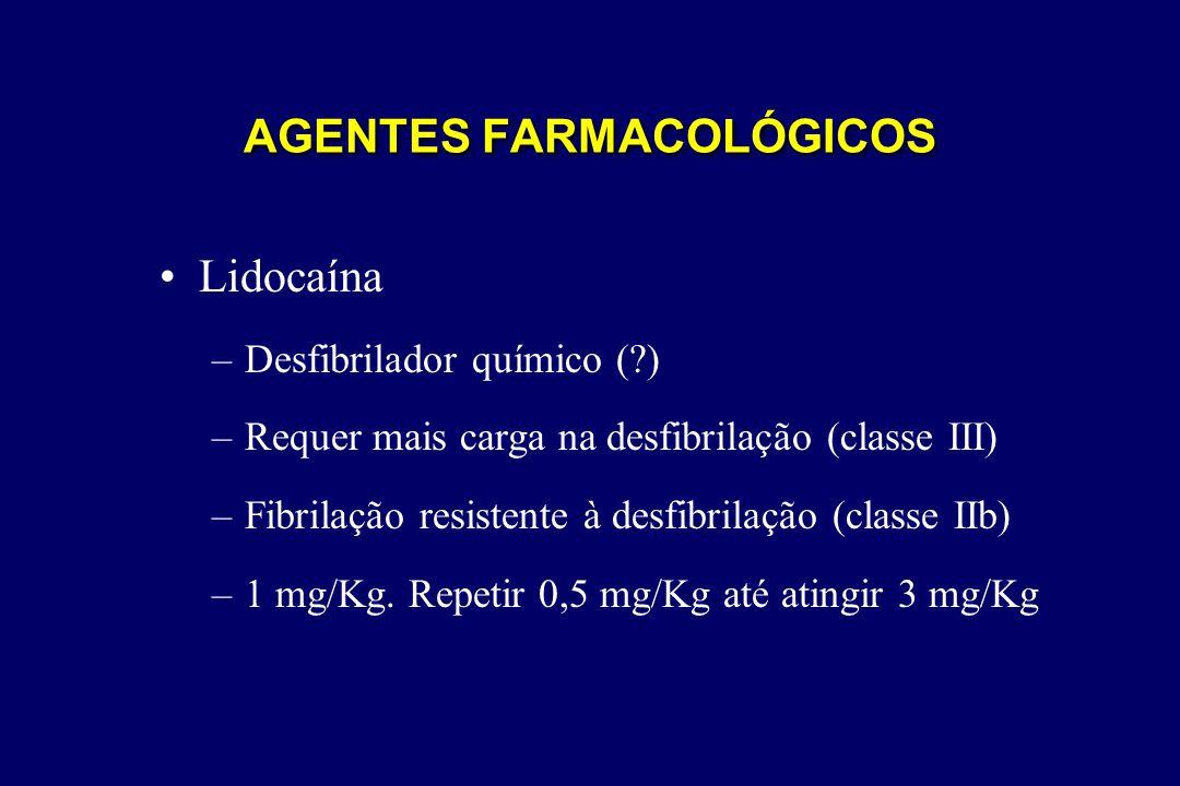 •Lidocaína –Desfibrilador químico (?) –Requer mais carga na desfibrilação (classe III) –Fibrilação resistente à desfibrilação (classe IIb) –1 mg/Kg. R