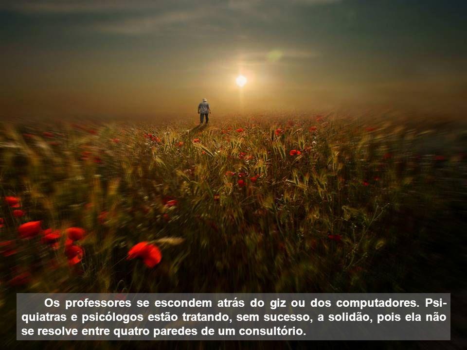 Texto: do livro O Mestre Inesquecível - Augusto Cury Imagens: Olhares, Flickr, google blog Metamorfose digital Clic Rbs Música: Moon River - Henry Mancini quarta-feira, 2 de julho de 2014 07:40 hs