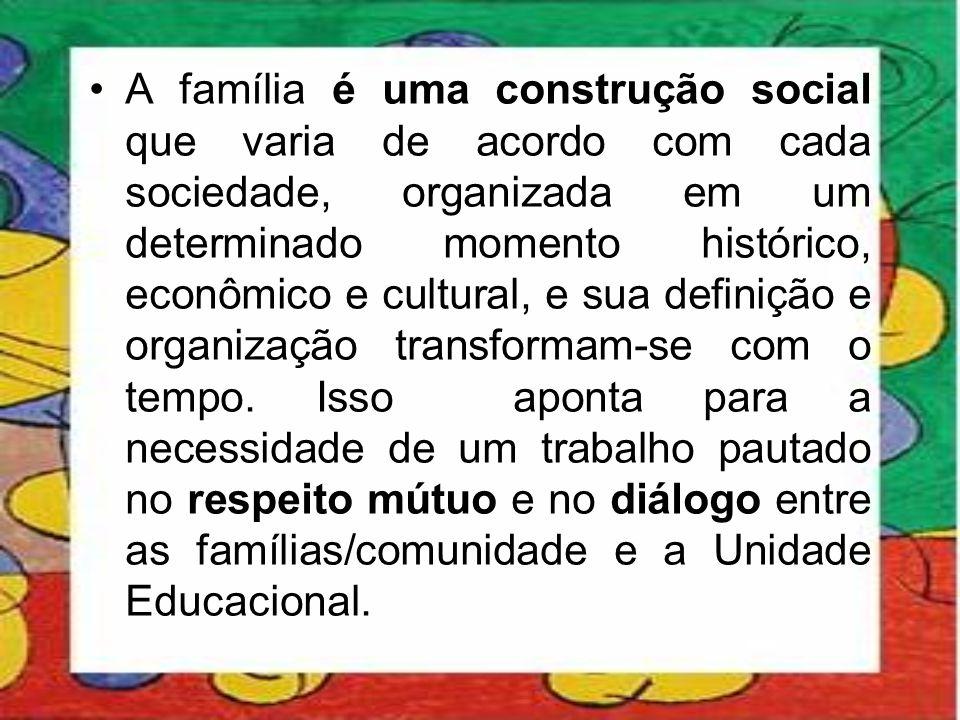 •A família é uma construção social que varia de acordo com cada sociedade, organizada em um determinado momento histórico, econômico e cultural, e sua