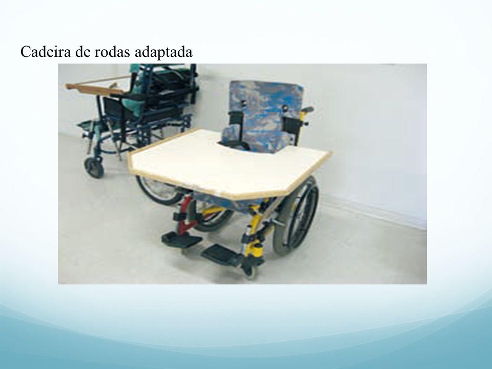 A seguir, são encontradas fotos de recursos adaptados para alunos com deficiência física. (Fotos 1 a 9). ÓRTESE