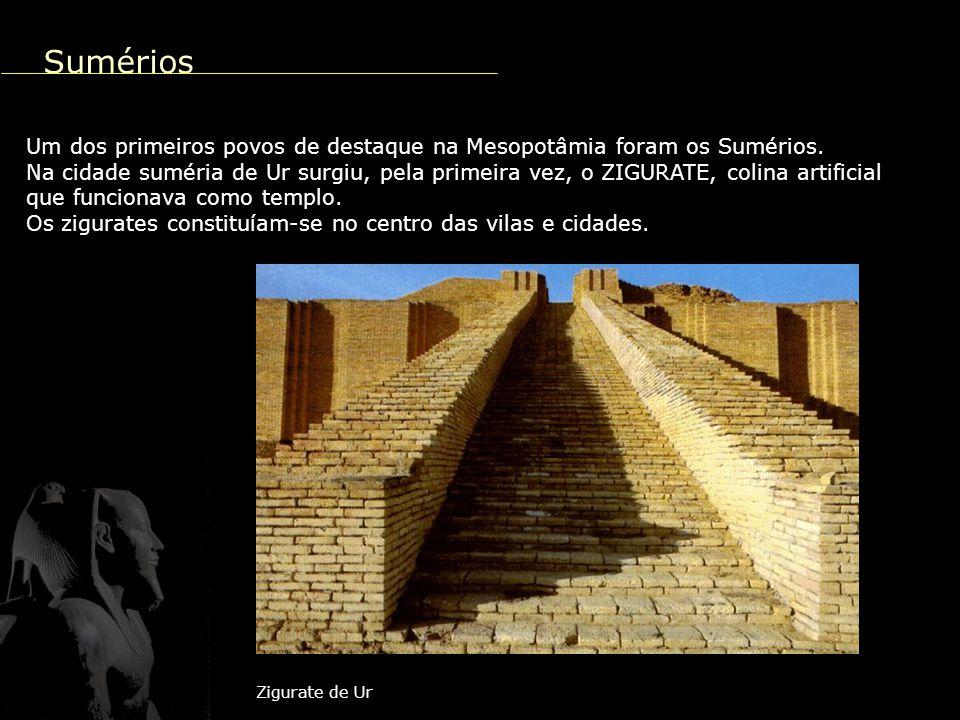 A grande pirâmide escalonada Arquitetura A arquitetura se destaca pela construção das pirâmides, túmulos destinados aos faraós.