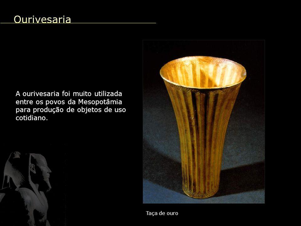 Transcrição da palavra cabeça Tábua de Uruk Escrita A escrita foi desenvolvida pelos Sumérios, na Mesopotâmia, utilizando instrumentos em forma de cunhas.