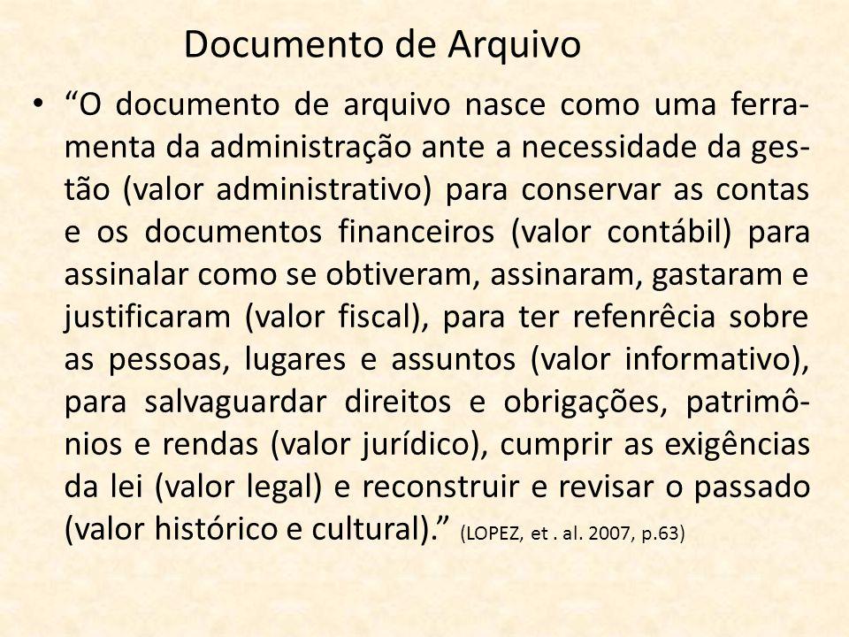 """Documento de Arquivo • """"O documento de arquivo nasce como uma ferra- menta da administração ante a necessidade da ges- tão (valor administrativo) para"""