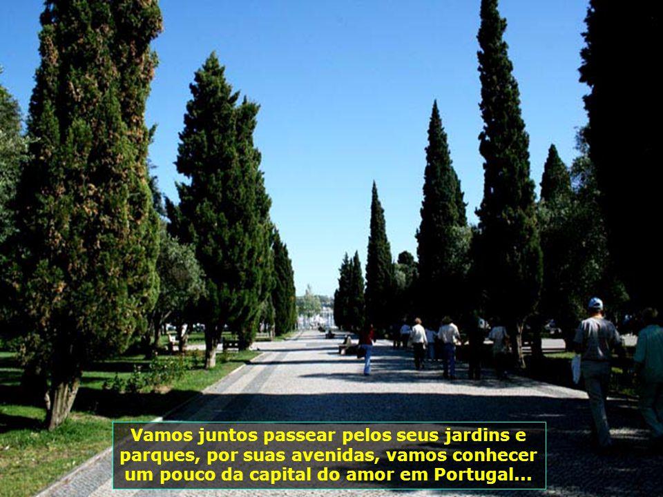Vamos juntos passear pelos seus jardins e parques, por suas avenidas, vamos conhecer um pouco da capital do amor em Portugal...