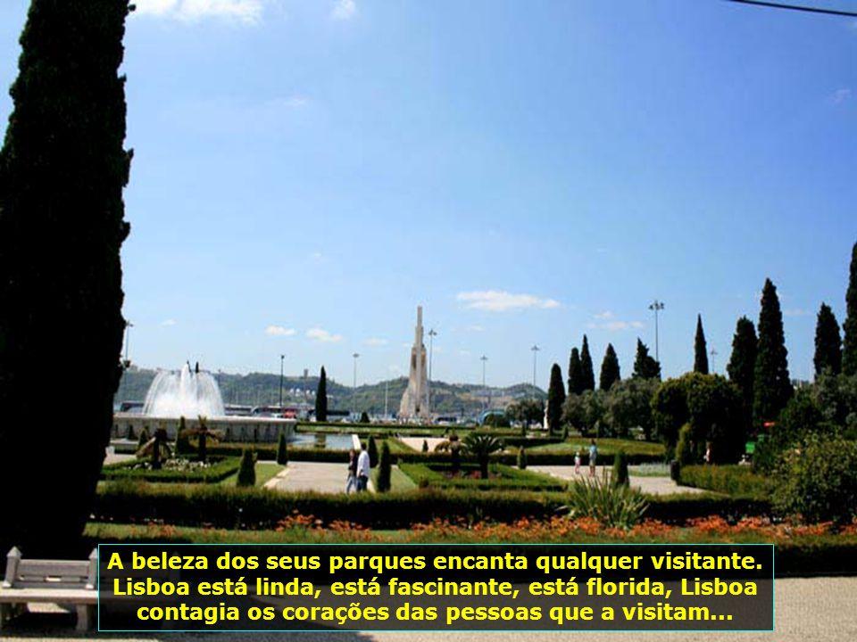 Monumento aos Descobridores, construído em 1960, mesmo local onde já existia outro desde 1940, na margem direita do Rio Tejo, para comemorar os 500 anos da morte de D.