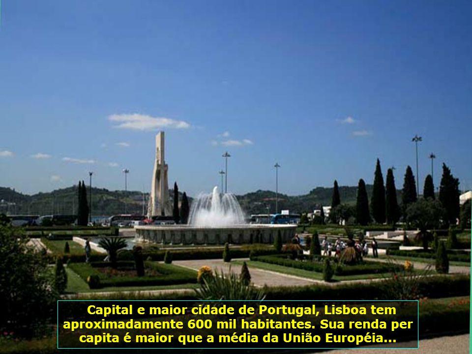 Capital e maior cidade de Portugal, Lisboa tem aproximadamente 600 mil habitantes.