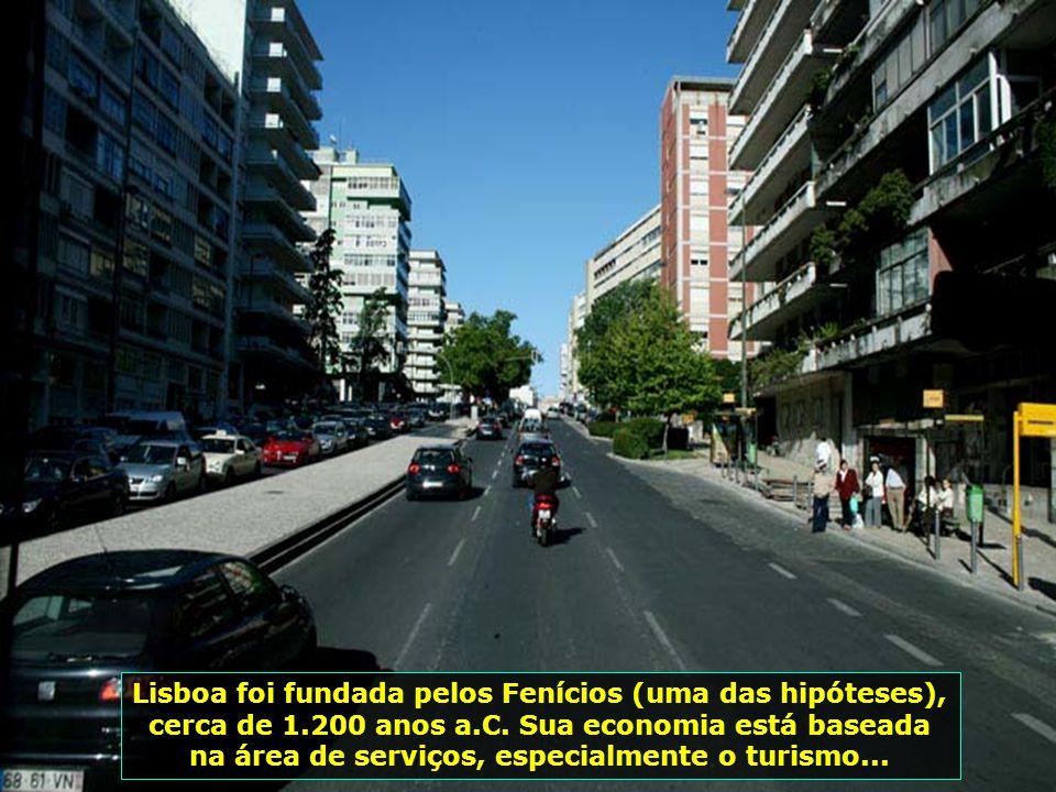 Como é gostoso passear pelas avenidas de Lisboa, ver suas flores e suas árvores coloridas, apreciar sua arquitetura...