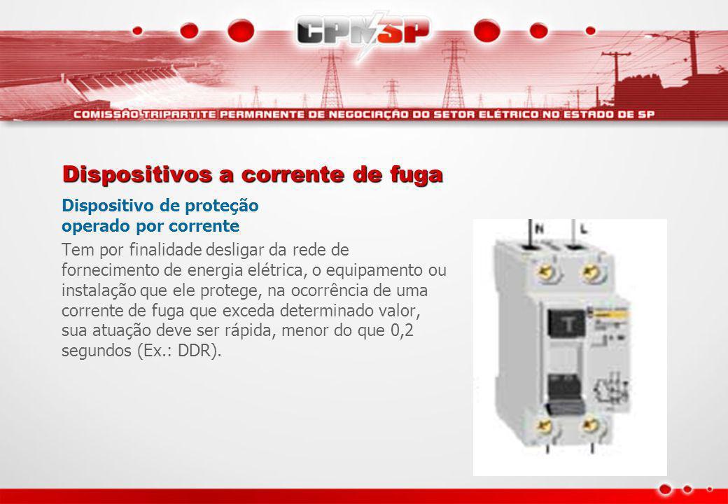 Dispositivos a corrente de fuga Dispositivo de proteção operado por corrente Tem por finalidade desligar da rede de fornecimento de energia elétrica,