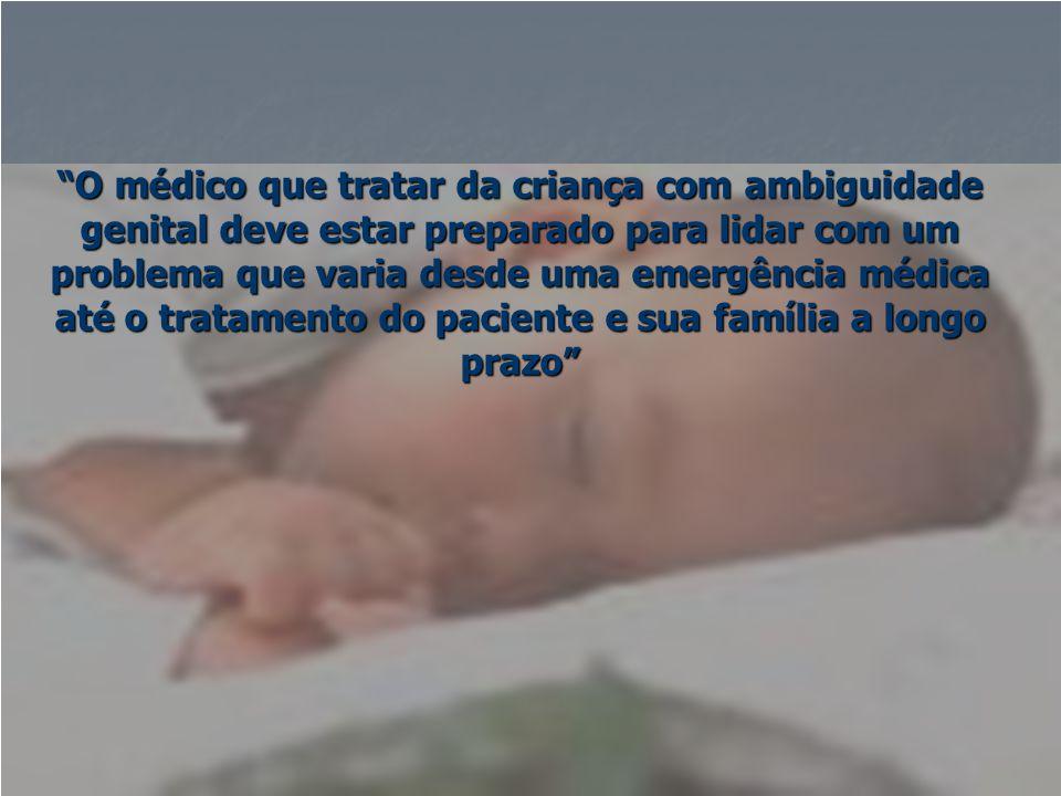 """""""O médico que tratar da criança com ambiguidade genital deve estar preparado para lidar com um problema que varia desde uma emergência médica até o tr"""
