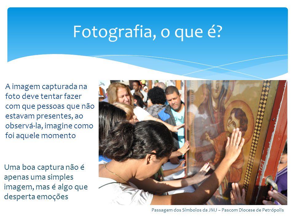 A imagem capturada na foto deve tentar fazer com que pessoas que não estavam presentes, ao observá-la, imagine como foi aquele momento Fotografia, o q