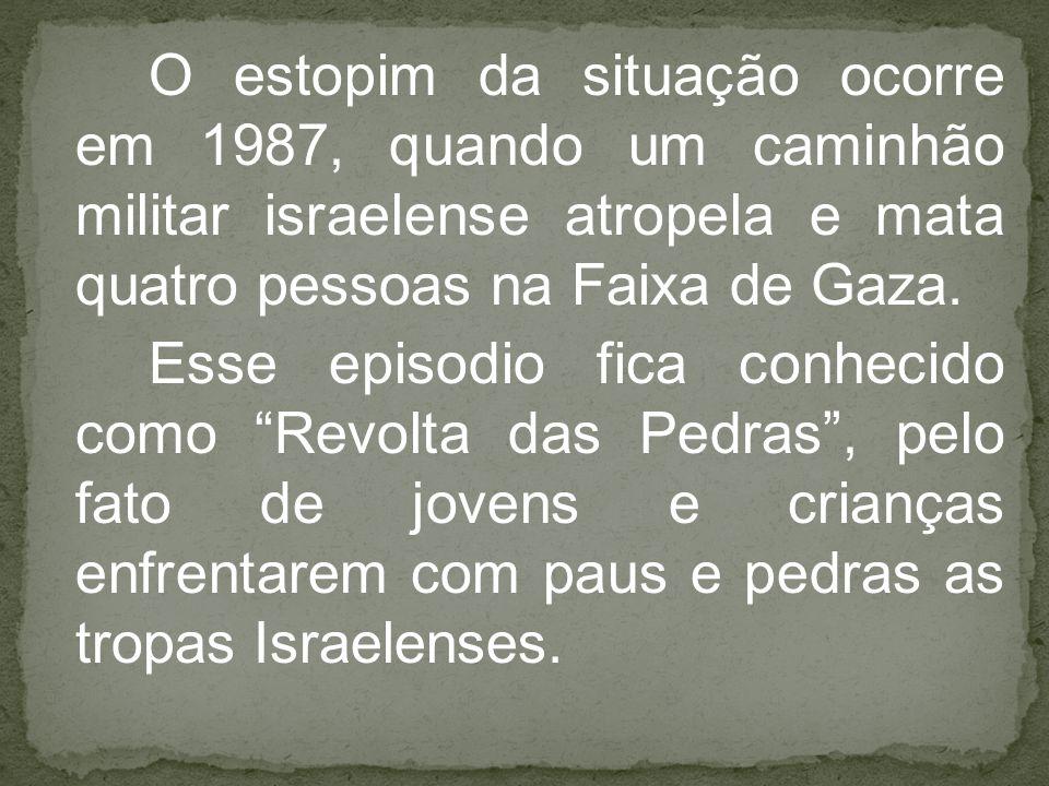 O estopim da situação ocorre em 1987, quando um caminhão militar israelense atropela e mata quatro pessoas na Faixa de Gaza. Esse episodio fica conhec
