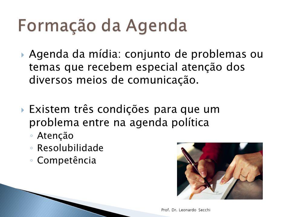  Agenda da mídia: conjunto de problemas ou temas que recebem especial atenção dos diversos meios de comunicação.