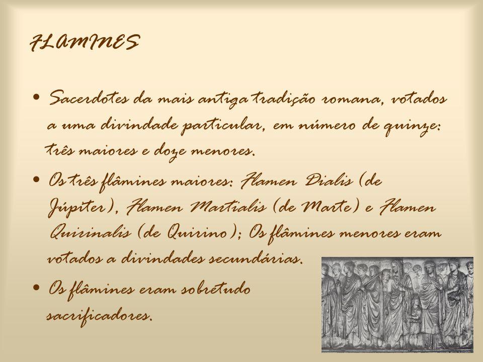 •Aos deuses estrangeiros atribuíam-se sacerdotes da sua nacionalidade; •Durante a realeza, o rei era sempre o Rex Sacrorum; •No tempo da República, é um sacerdote de ascendência patrícia que exerce esse papel.