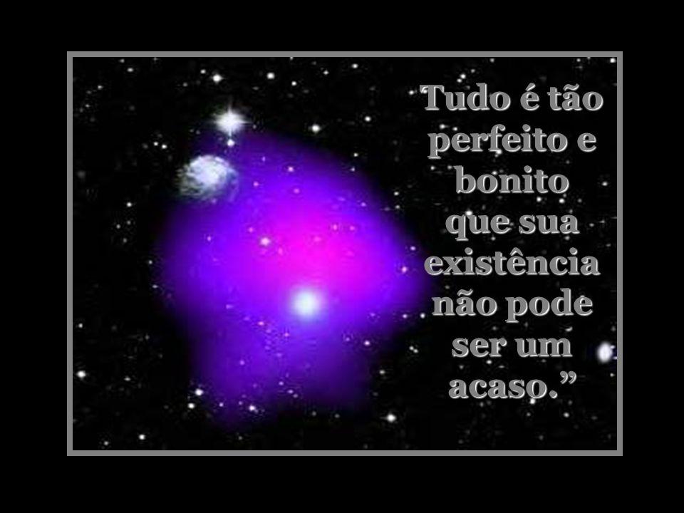 Ao meu redor, as estrelas e a escuridão eterna envolviam tudo. Ninguém em juízo perfeito pode ter essa visão e negar a existência de um ser supremo. A